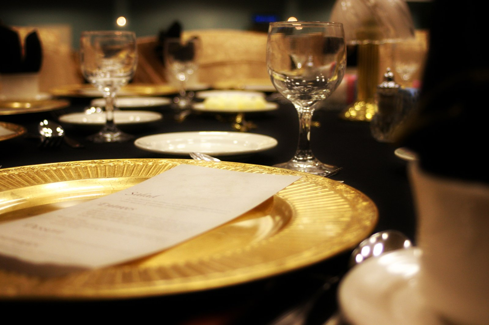 fancy-dinner-setting-1328871